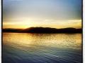 Järngenuan tuffar på och vi sakta glider fram på ett stilla vatten medan daggen lägger sig
