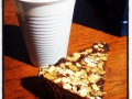 Nescafe och kladdkaka på mahognybord, duger som fika, båten redo nu bara fixa lyftet i veckan.